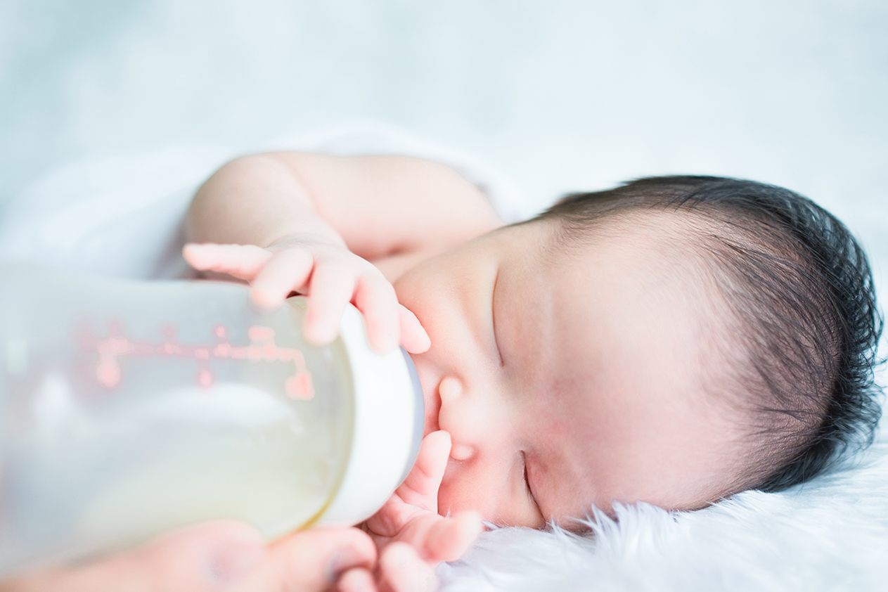 Is It Okay To Breastfeed And Bottle Feed At The Same Time?